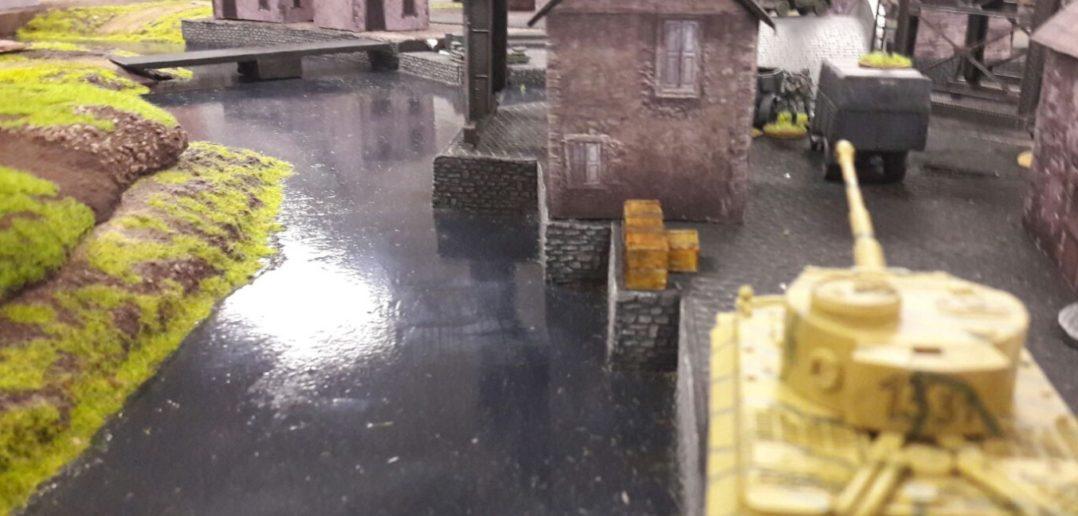 Bis ans Wasser ran kommen die Portalkräne. Ob der Doncolor auch noch Lastkähne bauen wird?
