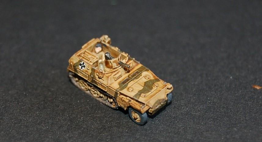 Und auch Maxens Sd.Kfz.250/1 in Großaufnahme. In 1:285 / 6mm sehen die Zinnsters schon schnuckelig aus.