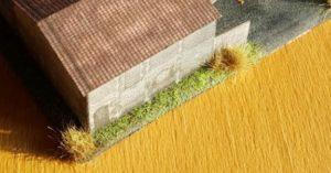 Grasbewuchs im Maßstab 1:285 (6mm) entlang der Werkshalle 2.