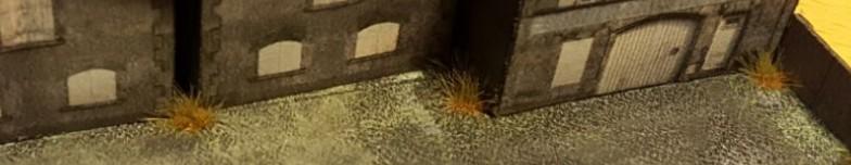 Einzelne Grasbüschel in Ecken und Nischen auf dem Werksgelände schaffen auch im Maßstab 1:285 (6mm) eine authentische Industrieatmosphäre.