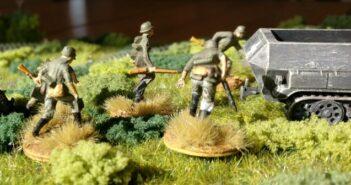 Stabsfeldwebel Kniffelsen: Schützen-Regiment 113 der Wehrmacht greift an