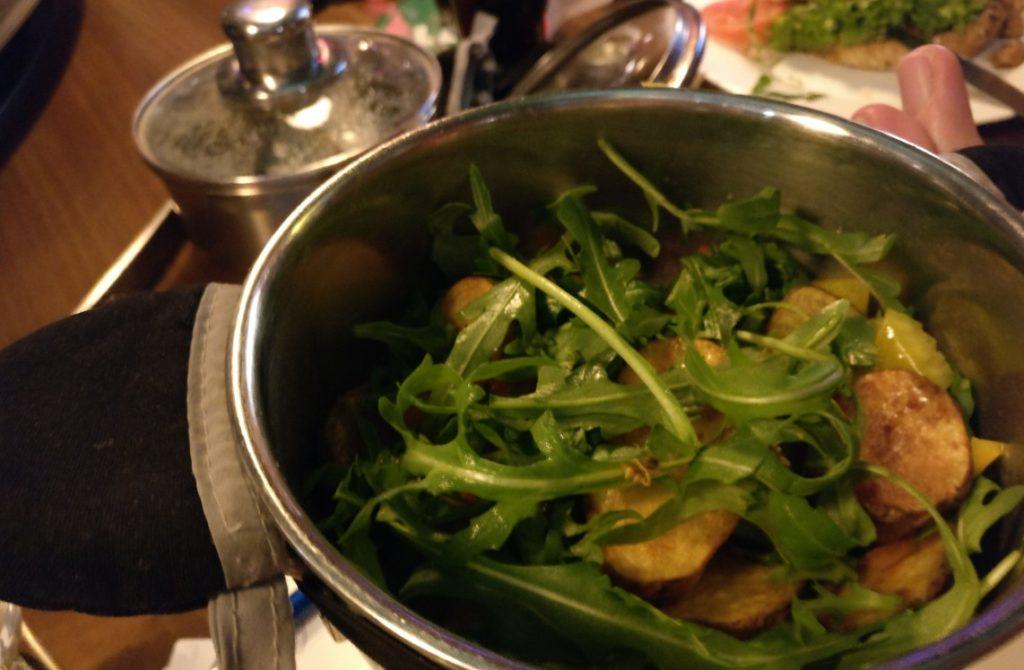 In den magischen Töpfen fand sich dann ganz profane Rucola, mit der man hier die armen Kartoffeln getarnt hatte.