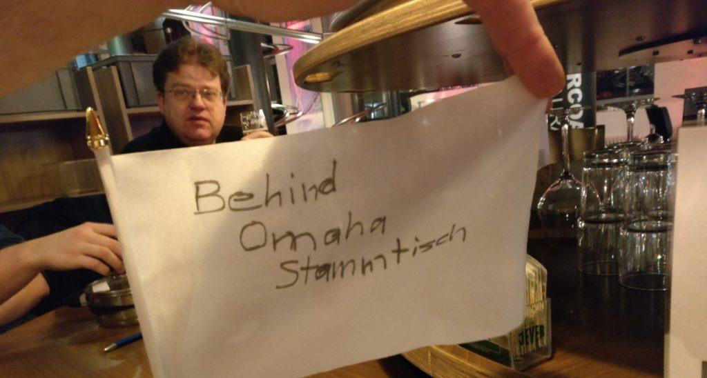 Der Behind-Omaha-Stammtisch zu fortgeschrittener Stunde.