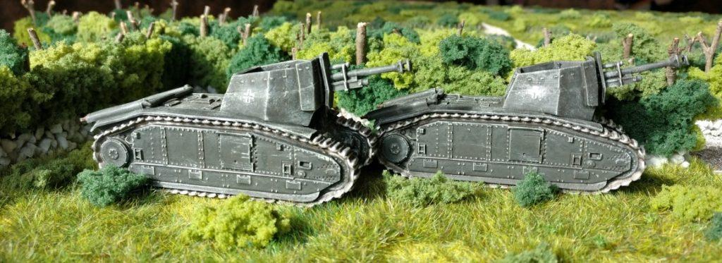 Die beiden 105 mm leFH 18/3 auf Gw B-2 740(f) des Artillerie-Regiment 93 der 26. Panzer-Division.