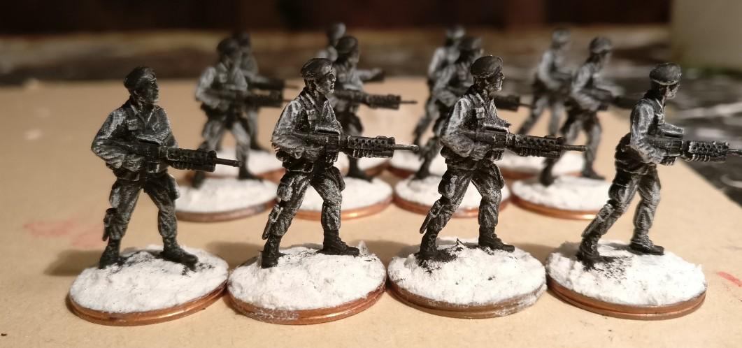 Die zwölf anderen Offiziere des 7th Marine Regiment nach dem weiß Trockenbürsten von vorne.
