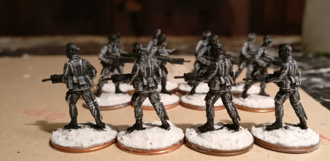 Die zwölf anderen Offiziere des 7th Marine Regiment nach dem weiß Trockenbürsten von hinten.