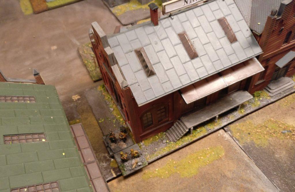 Die beiden Panzerfausttrupps von Leutnant Kluge im neuen Heizhaus.