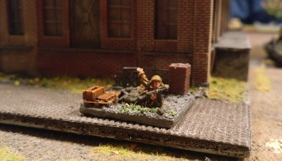 Auch der zweite Panzerabwehrschütze macht sich bereit zum Gefecht.