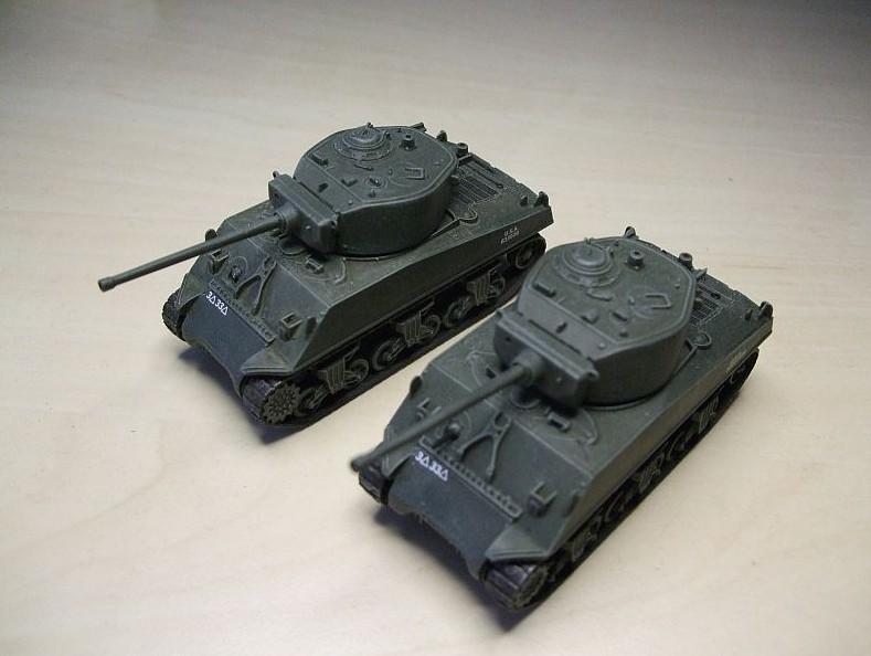 Zwei M4A3E2 Jumbo Shermans mit 76mm Kanone. Italeri Fast assembly Kit´s 7520 mit längerer Kanone der M4A3 von Italeri.