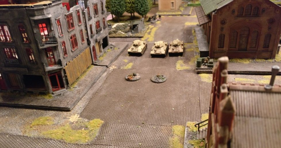 Der Truppführer sieht die T-34 auf sich zukommen. Doch bevor es losgeht, klingelt gnadenlos die Uhr und beendet das Match.