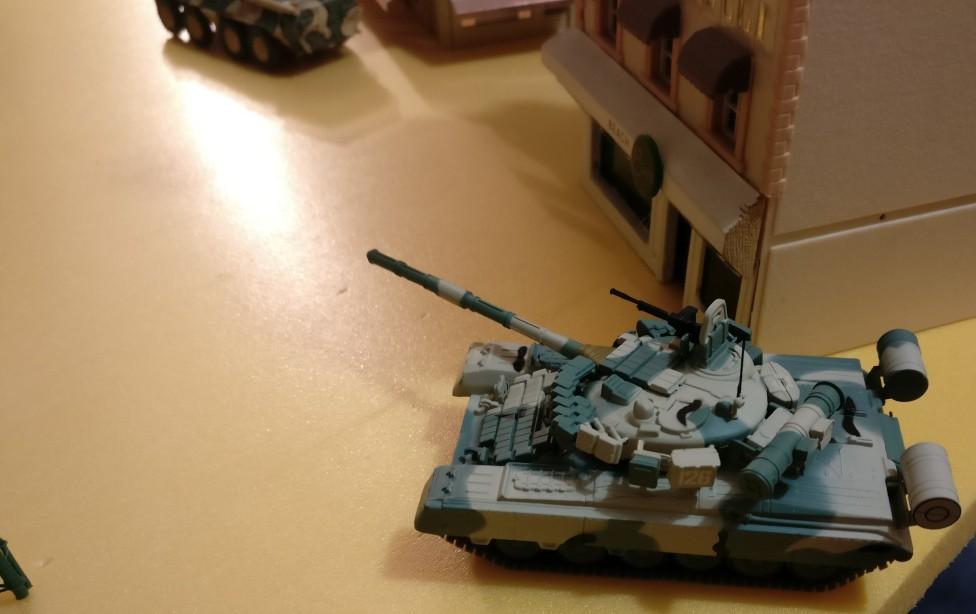 Moderne Fahrzeuge sind in der Kulisse der Stadt Königsberg ebenfalls denkbar. Cold War Commander kann hier im Maßstab 1:72 gespielt werden.