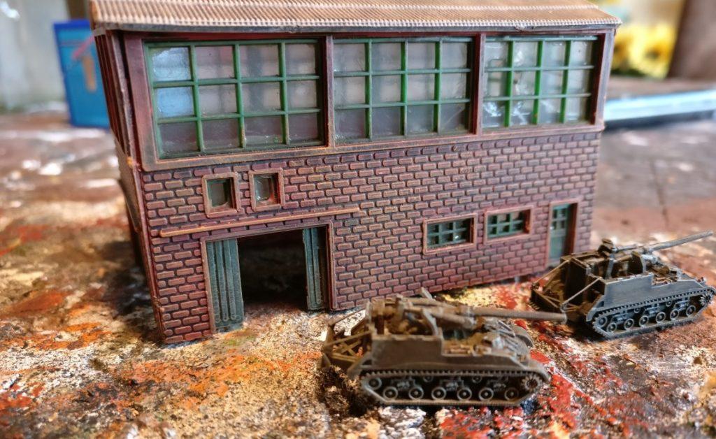 Nach dem Trockenbürsten wirkt der Bau von Industriehallen schon recht gelungen, oder?