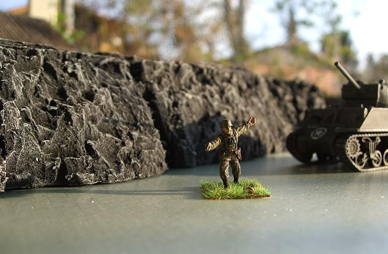 Hier sind auf der Spielplatte aus Company of Heroes bereits erste Felsen bepinselt. Attackääääh!