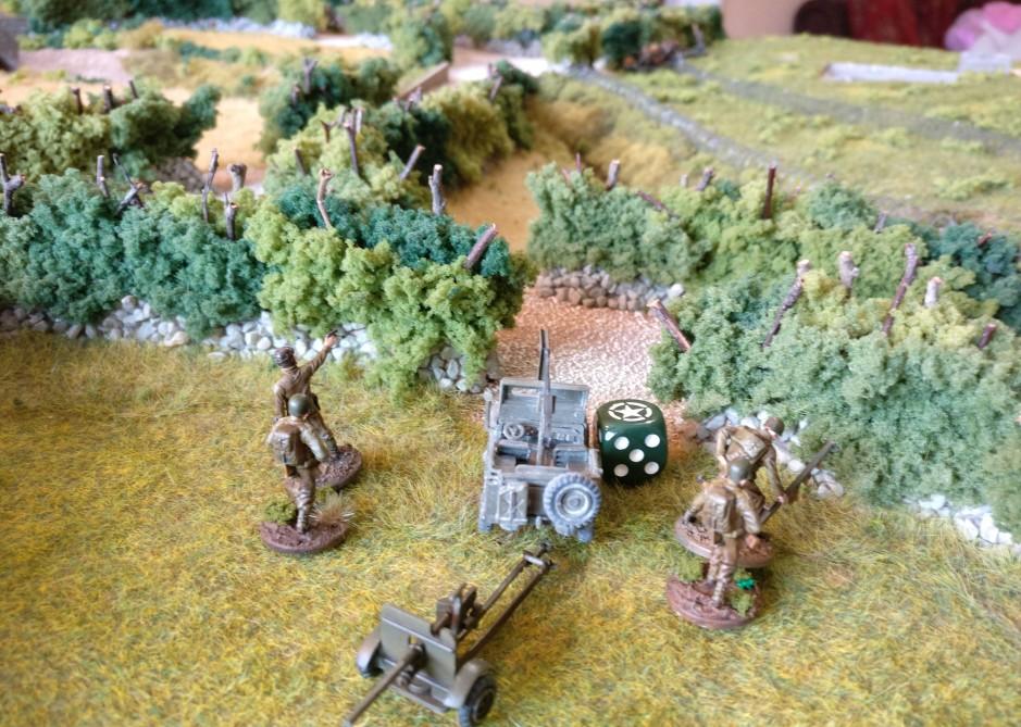 Zu Beginn des zweiten Zugs zieht der Jeep mit Pak nach Vorne. Man strebt eine Stellung gegenüber dem Tobruk-Bunker an.