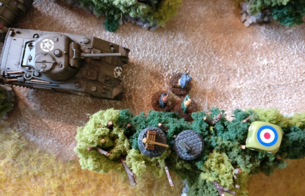 Funkgerät und Panzerfaust führen die Résistance-Kämpfer mit sich.