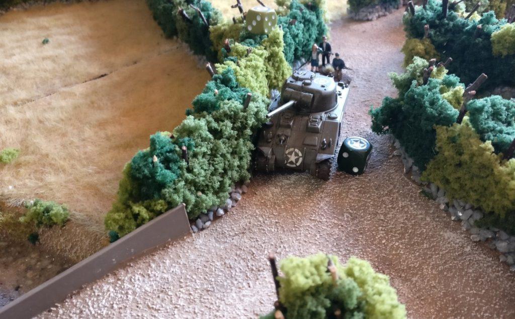Der erste Schörmi nähert sich der Brücke ber den Bach.