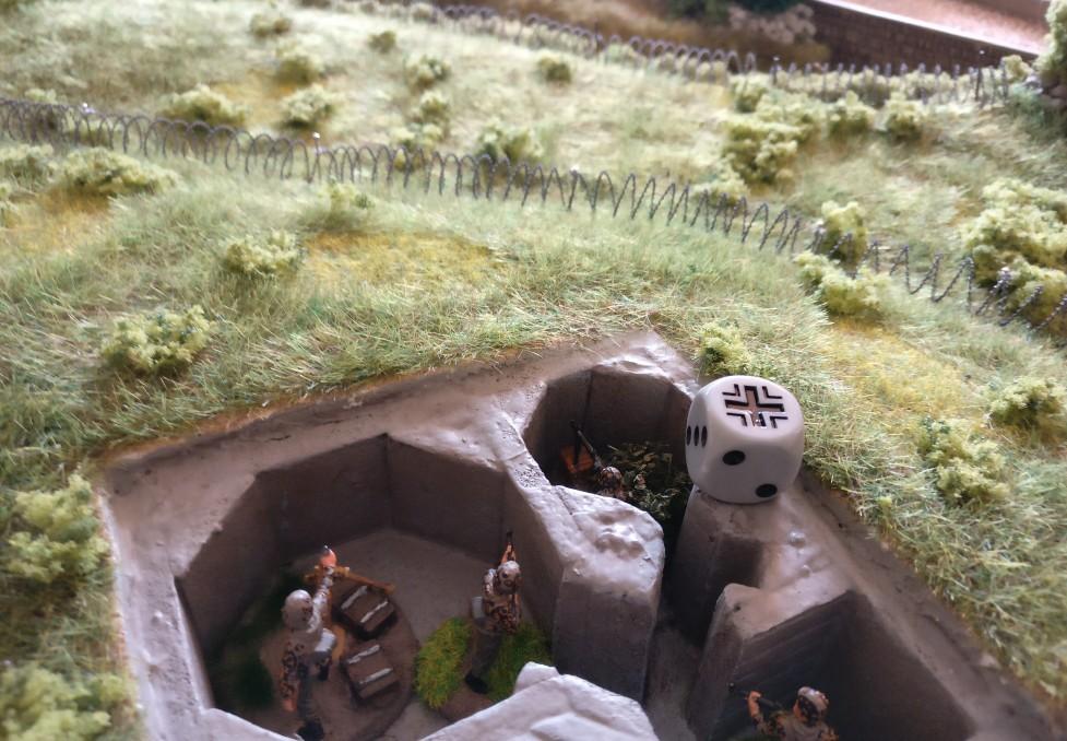 Das MG-Team im Tobruk-Bunker beschränkt sich weiterhin auf die Beobachtung des Spielfelds.