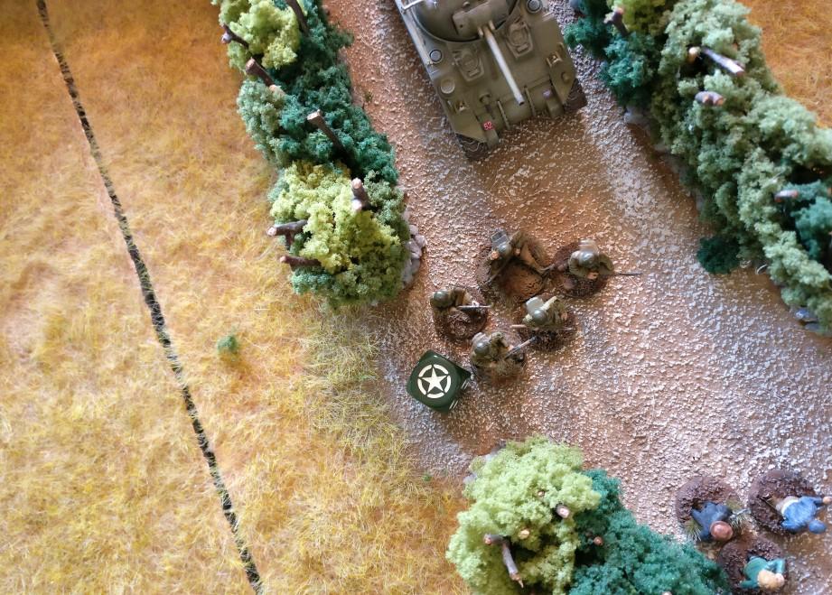 Der erste US-Infanterie-Trupp zieht vor.