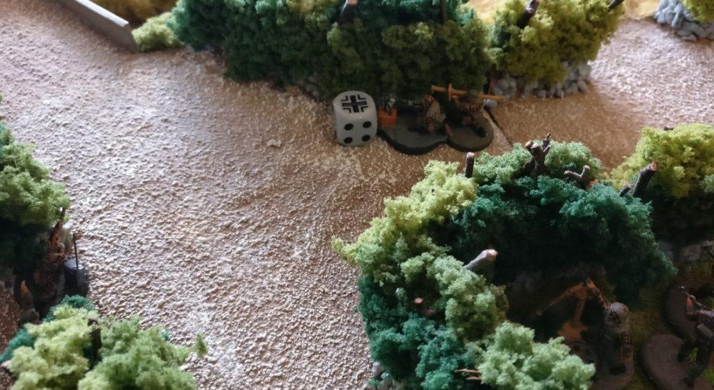 Der zweite Panzerabwehrtrupp geht flugs in Deckung - und flucht.