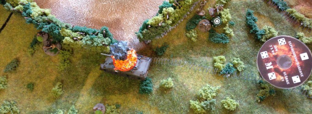 Der verbliebene Bediener am Granatwerfer jagd eine Lage auf die GIs rüber.