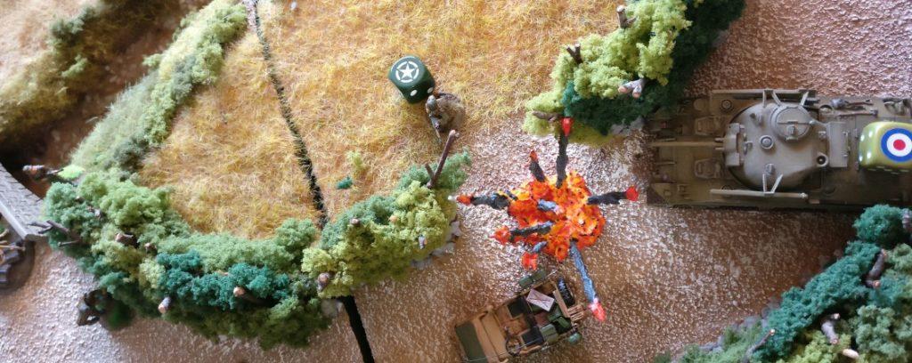 Der M4 Sherman rollt ebenfalls auf das Feld zu.