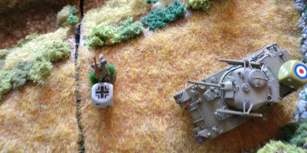 Einer der verbliebenen Grenadiere setzt zum Gdgenangriff an. Er legt eine Sprengladung.