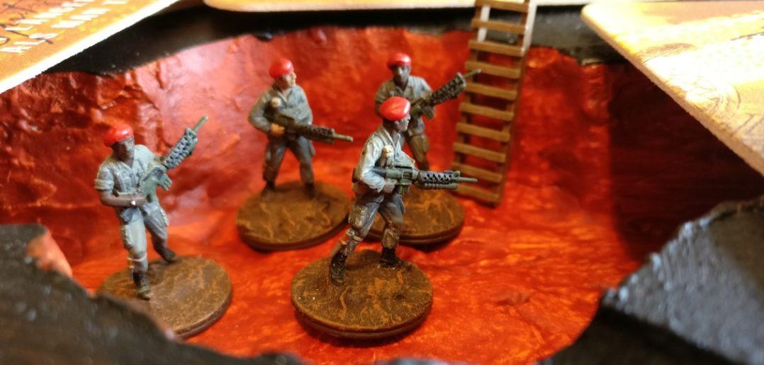 Die Herren vom Marine-Corps wirken ein wenig grüblerisch. Die Sichtblenden machen das Spiel ganz klar interessanter.
