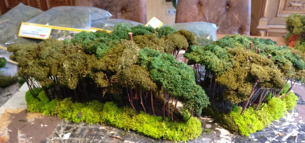 Hier der fertig bewaldete Auflieger. Man sieht, die Wirkung der gemischten Grüntöne im Kronendach.