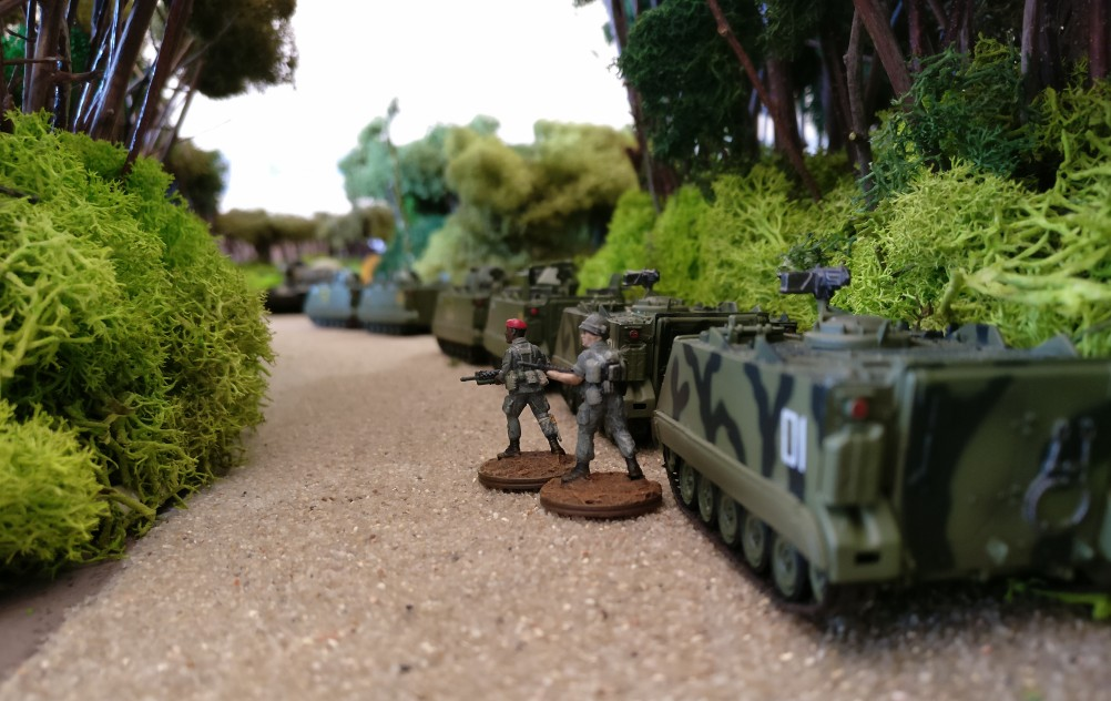 Weitere M113 Schützenpanzer im Bereitstellungsraum.