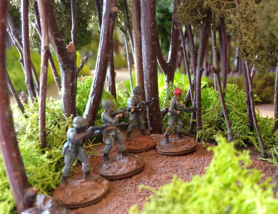 Ein Stroßtrupp der US Marines im Urwald.