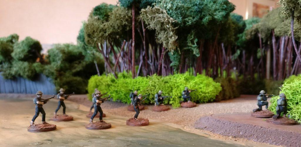 Am Flussübergang geht ein weiterer Trupp mit RPG-7-Schützen in Stellung.