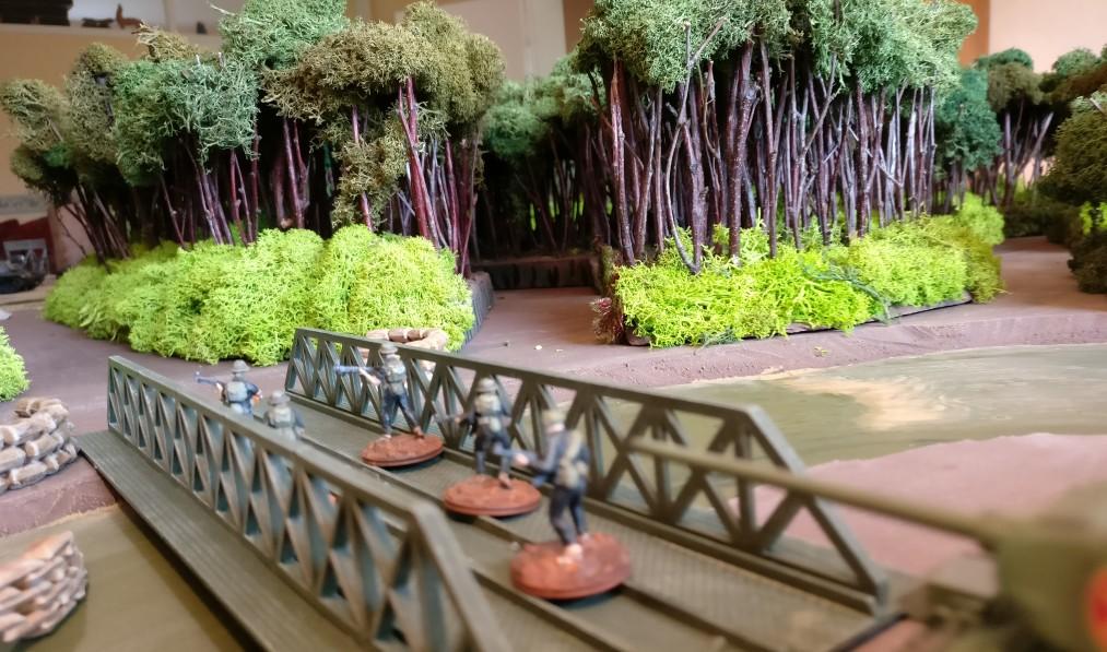 Die Brücke - der zweite Übergang über den Mekong - wird gestürmt.