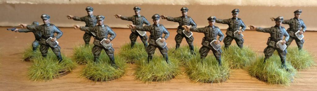 Noch ist das Gras zu Füßen des Grenadier-Regiment 57 unversteppt und grün. Aber dem wird gleich abgeholfen.