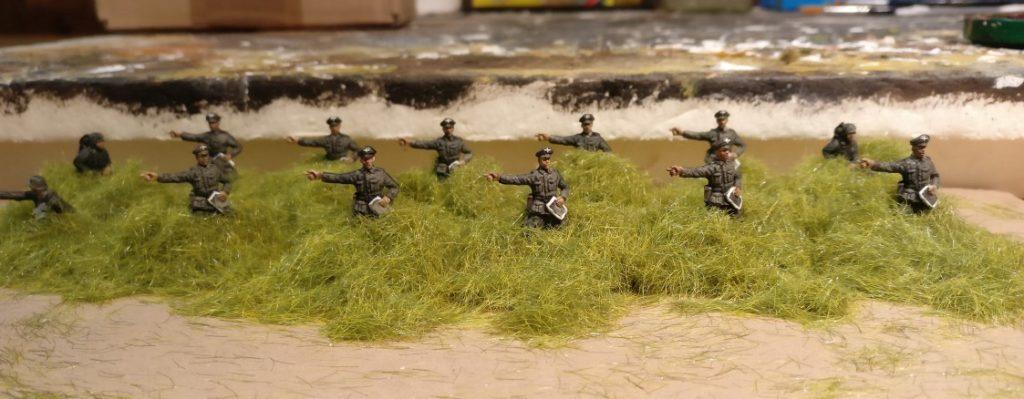 Das Offizierskoprs des Grenadier-Regiment 57 im Gras der russischen Steppe