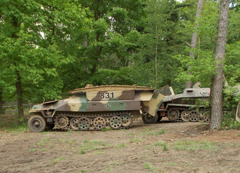 Mittlerer Pionierpanzerwagen Sd.Kfz 251/7 auf der Militracks in Overloon
