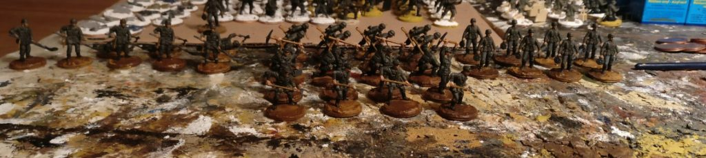 """Mit ihrer Spezialausrüstung (ja, auch Pickel und Schippe zählen dazu!) geben sie auch optisch ein wenig Abwechslung im Einerlei der """"Rifles"""" der Schützen-Regimenter. Das Pionier-Bataillon 37 bring Farbe ins Spiel!"""