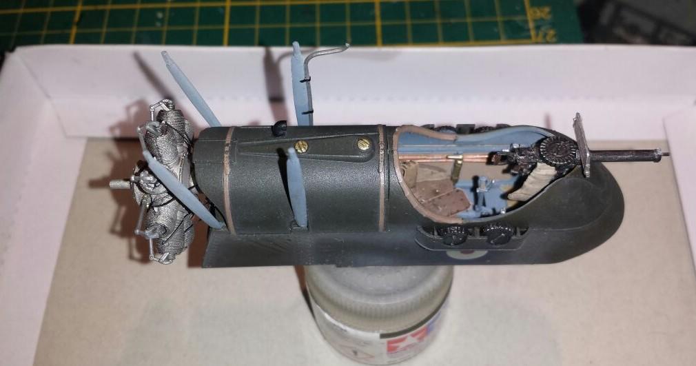 Das Cockpit und der MG-Stand der Wingnut Wings AMC DH.2