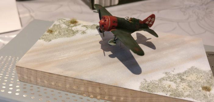 Max hatte seine gerade abgeschossene Arbeit eines 1:144-Dioramas mitgebracht: eine startende Polikarpov I-16.