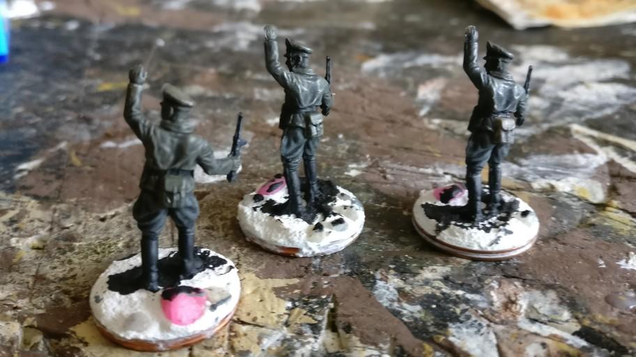Auch schon länger wartend: drei Offiziere für das Panzer Pionier Bataillon 37
