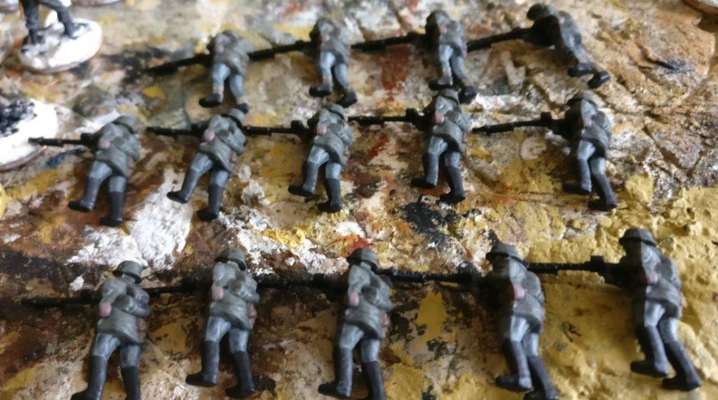 Ganz aktuell: vierzehn MG-Schützen für Plasti. Seite 250er und 251er brauchen dringend Bediener für die Bord-MGs.