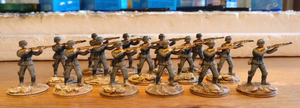 Hier die in den Trocknungszeiten der Eichentüpfler bemalten Schützen für das Schützenregiment 1