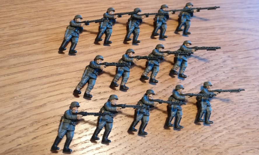 Und hier die ebenfalls in den Trocknungszeiten entstandenen MG-Schützen für Plasti.