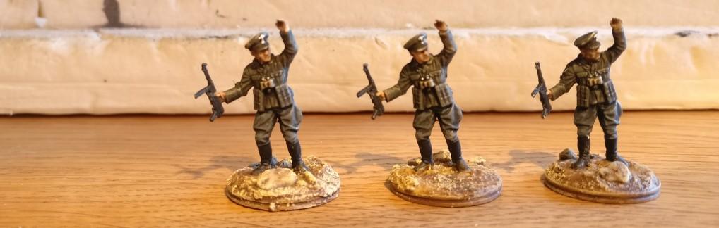 Die drei Offiziere passten auch noch in die Trocknungszeiten. Dann war aber Schluss.