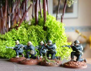 Vietcong-Trupp mit Offizier, Funker, AK47-Schütze und zwei RPG-7-Schüzen.