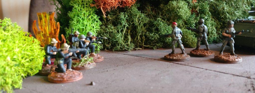 Hier tritt der Vietcong aus dem Tunnel ervor und ambusht die US-Grunts..