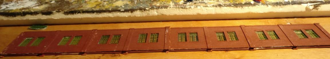 Die 60cm-Wand der Fabrikhallenseite ist auch verklebt.