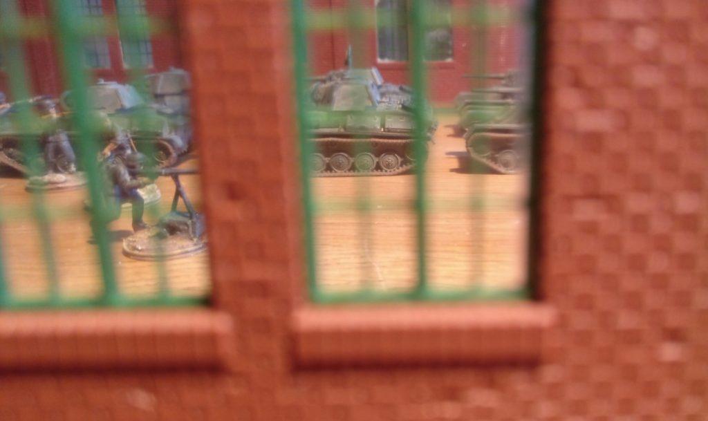 """Fata Morgana auf dem Basteltisch. In der Halle 81 der Maschinenfabrik """"Roter Oktober"""" in Shturmigrad herrscht reges Treiben."""
