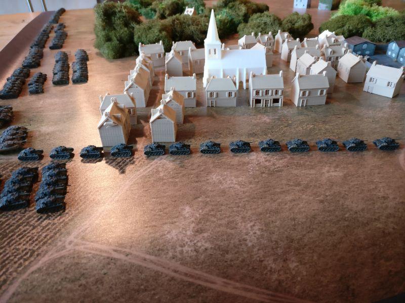 Eine Recce-Company mit ihren M24 Chaffee wird an Houffalize vorbei in Marsch gesetzt. Ziel ist der Stadtwald bei Taverneux, von dem man annimmt, dass er von der Wehrmacht besetzt ist.