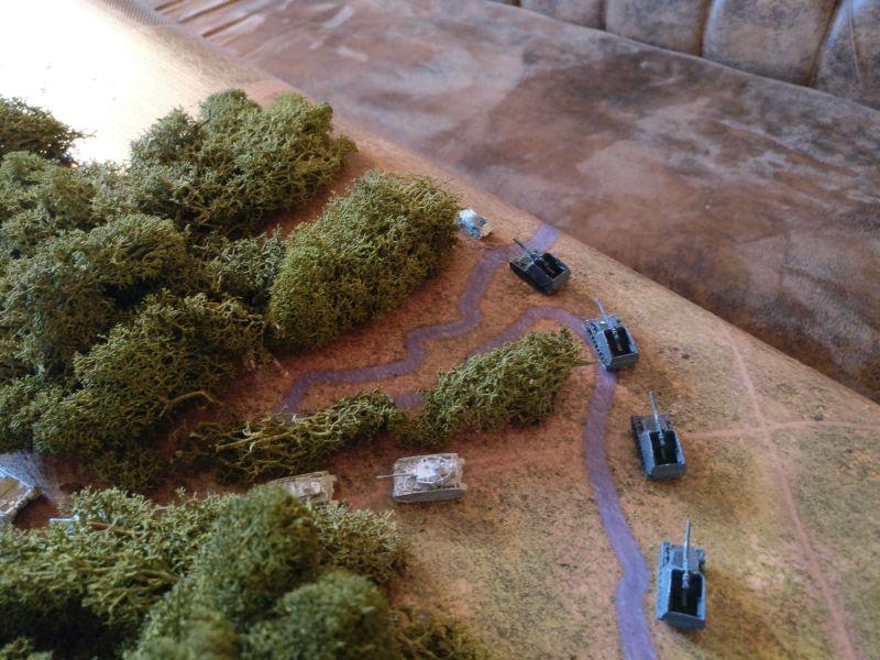 Die I. Batterie verlegt mit ihren Panzerhaubitze Hummel nach Vorne. Sie soll mit ihren 90cm Reichweite alliierte Vorstöße in Richtung Taverneux schon früh stoppen.