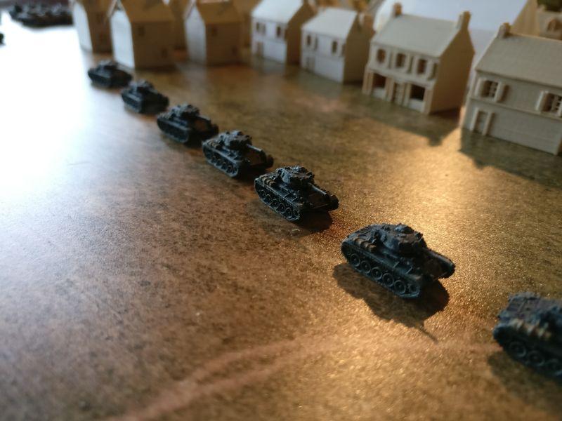 Die Kolonne der Recce-Company mit ihren M24 Chaffee.